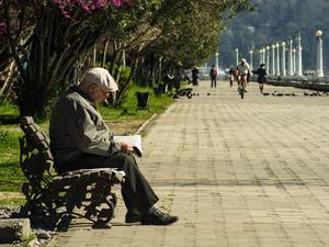 Больше стариков — крепче экономика. Как увеличение продолжительности жизни спасет мир