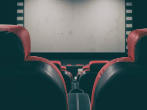 Закрытие сезона и письма Глебу Никитину: почему театры и кинозалы решили остановить работу