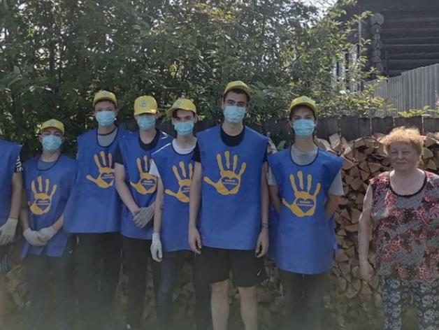 Светлана Култыгина с волонтерами