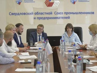 На Урале нужно строить больше школ. Как власти и девелоперы хотят сократить сроки?