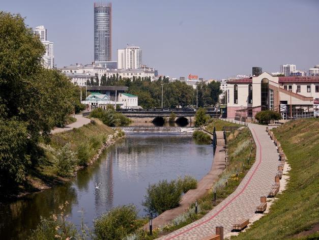 «Все проблемы — от бедности». Как живет и разрушается самый дорогой объект Екатеринбурга