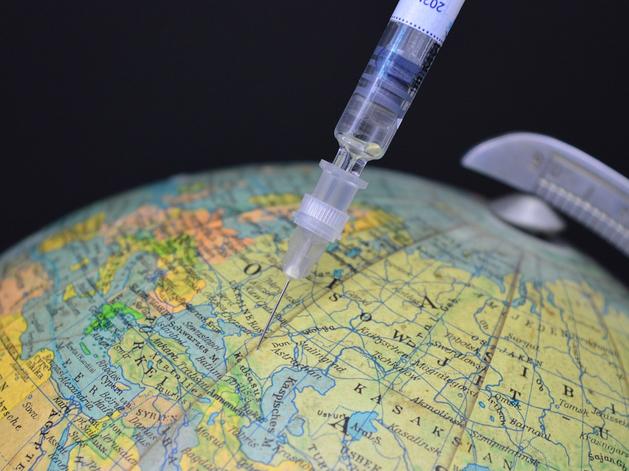 Журнал Nature назвал «Спутник V» эффективной. Что мешает вакцине получить одобрение ВОЗ?