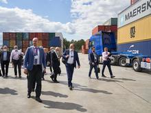 Гости Иннопрома посетили современный транспортно-логистический центр УрФО