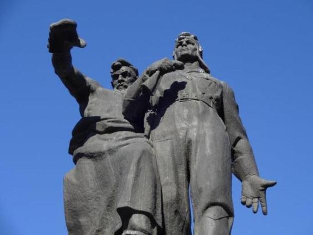 Памятник воинам Уральского добровольческого танкового корпуса