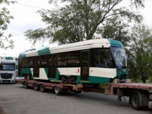 Челябинск встанет на рельсы по-новому. В город привезли первые тихие трамваи