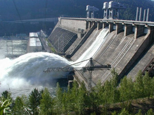 Водопад иссяк: на Красноярской ГЭС закрыли последний затвор