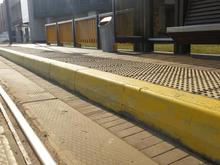На трамвайных остановках Челябинска обновят посадочные платформы