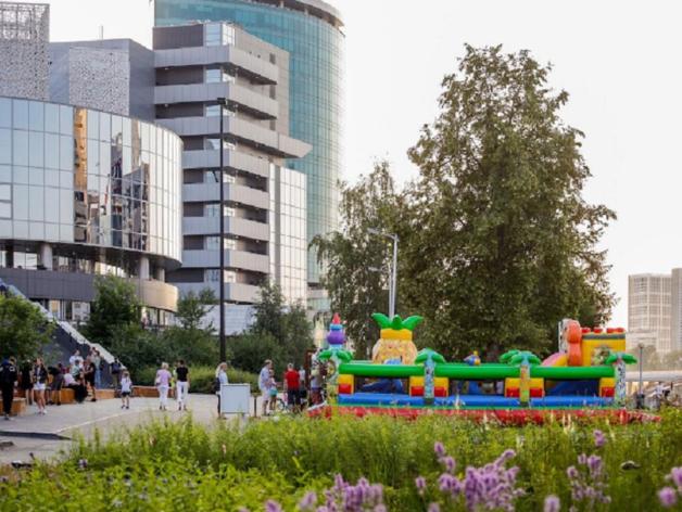 Ельцин Центр и бизнесмен, поставивший батут на набережной, не могут ужиться