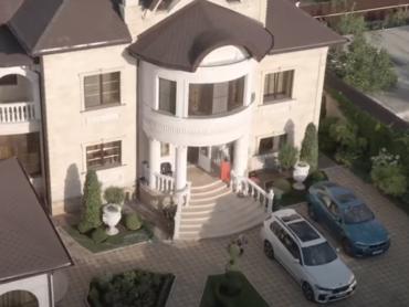 «Это гражданской супруги». Глава ГИБДД Ставрополья открестился от дома с золотым унитазом