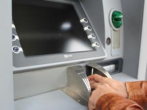 УБРиР и Райффайзенбанк объединили банкоматную сеть