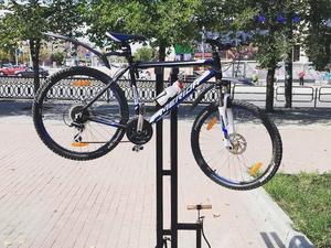 В центре Челябинска появились точки для самостоятельного экспресс-ремонта велосипедов