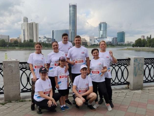 Уральские железнодорожники отметили профессиональный праздник благотворительным забегом