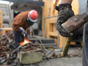 В Челябинской области все меньше свободных рук, особенно рабочих. Рынок труда в июне