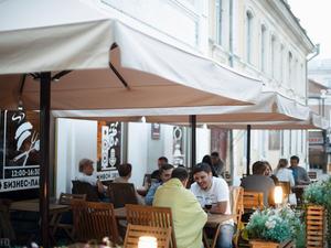 В Челябинске каждый день выставляют на продажу по ресторану. Что происходит?
