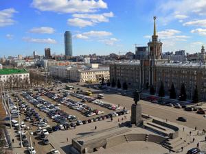 Парковку уберут, парк не высадят. Что будет с площадью 1905 года в Екатеринбурге