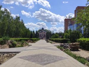 «С апреля сдали 15% работ». Сквер на проспекте 70 лет Октября доделает новый подрядчик