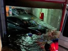 В Екатеринбурге ливень затопил парковку с дорогими авто. Ущерб — 40 млн руб.