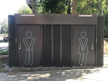 В центре Челябинска установили туалет, который стоит, как двухкомнатная квартира
