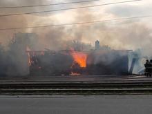В Челябинске на будущей стройплощадке небоскреба сгорел заброшенный дом. Погиб человек