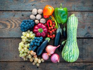 Полторы тонны фруктов и овощей изъяли у торговцев в Новосибирске