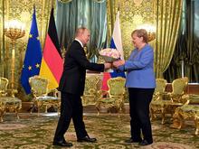 «Революции не хотим, хотим эволюции». Что обсуждали на встрече Путин и Меркель