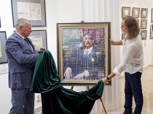Никас Сафронов привез в Челябинск картину, купленную Константином Струковым для музея