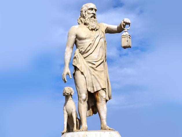 «Ищу человека». Скульптура Диогена в Синопе, Турция