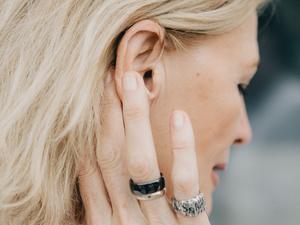 Невидимые слуховые аппараты: существуют ли и где их взять?
