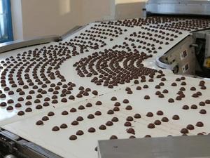 В Ишиме в здании бывшего машиностроительного завода начали выпускать конфеты