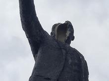 В Миассе у памятника Ленину отвалилось лицо