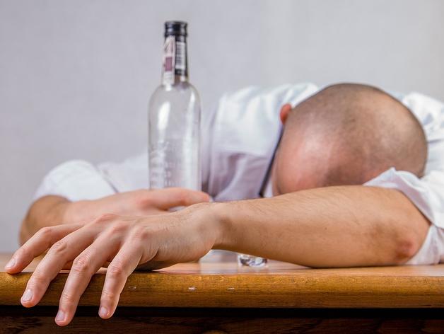 Алкоголь на рабочем месте: простить или уволить? Как российский бизнес борется с пьянством