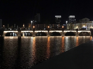 На трёх мостах через Миасс появилась подсветка
