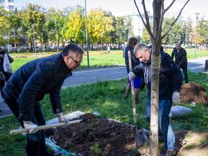 Правнук Горького посадил липы. Стартовал второй этап озеленения Нижегородского района