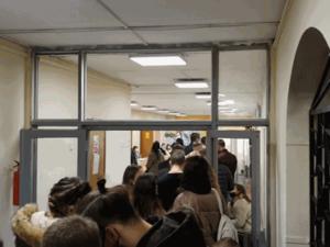 Выборы проходят в штатном режиме: кое-где очереди, нарушений почти нет
