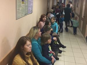 Евгений Куйвашев возмутился очередями в детских больницах и послал врачей в школы