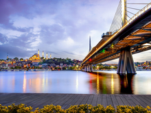 Климат, низкие цены и доступные программы ВНЖ. Россияне массово скупают жилье в Турции