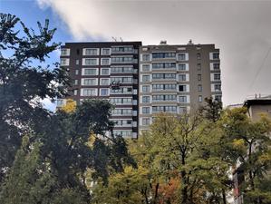 Рынок жилья в Екатеринбурге «перекосило»: студии слишком дороги, «трешки» — недооценены