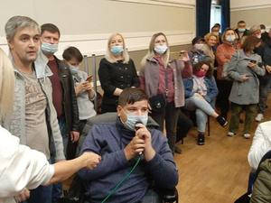 Жители Челябинска выступили против паркинга у ЦПКиО на стихийных публичных слушаниях