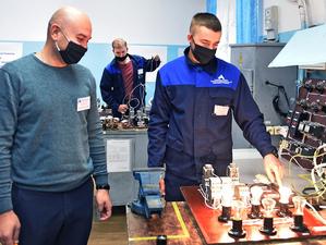 25 сентября в АО «АПЗ» прошел конкурс профессионального мастерства «Золотые руки»