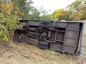 Рейсовый автобус с пассажирами опрокинулся по дороге в Красноярск