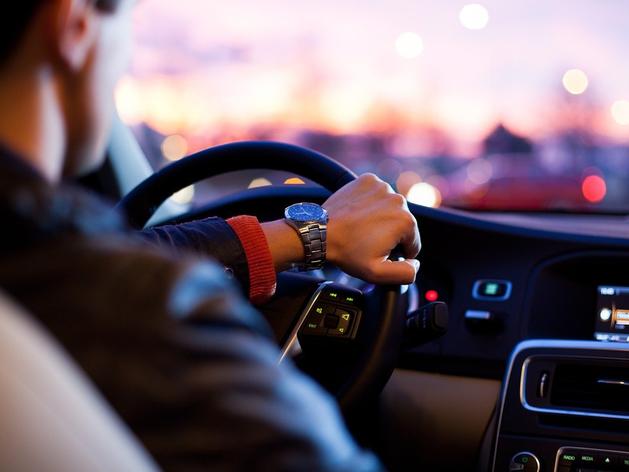 «Авто — средство добраться из пункта А в пункт Б». Какие машины выбирают зумеры и бумеры