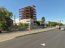 В Челябинске сносят недостроенное здание возле областного суда