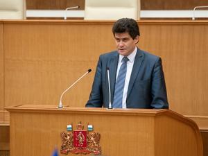 Почти единогласно. После голосования депутатов Александр Высокинский покинул Заксобрание