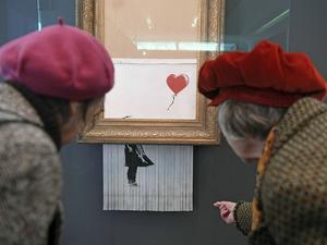 Картину Бэнкси продали за $25 млн. На предыдущем аукционе работа была почти уничтожена