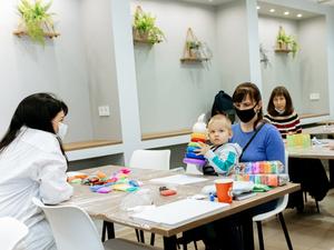 В центре Челябинска открылась арт-студия для всей семьи с ПП-кофейней
