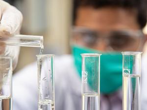 Новосибирские ученые работают над созданием эффективных экологических катализаторов