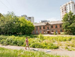 В центре Екатеринбурга изымут жилье у жителей пяти аварийных домов. Там построят высотки